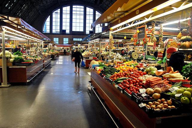 مركز التسوق المركزي في ريغا لاتيفا