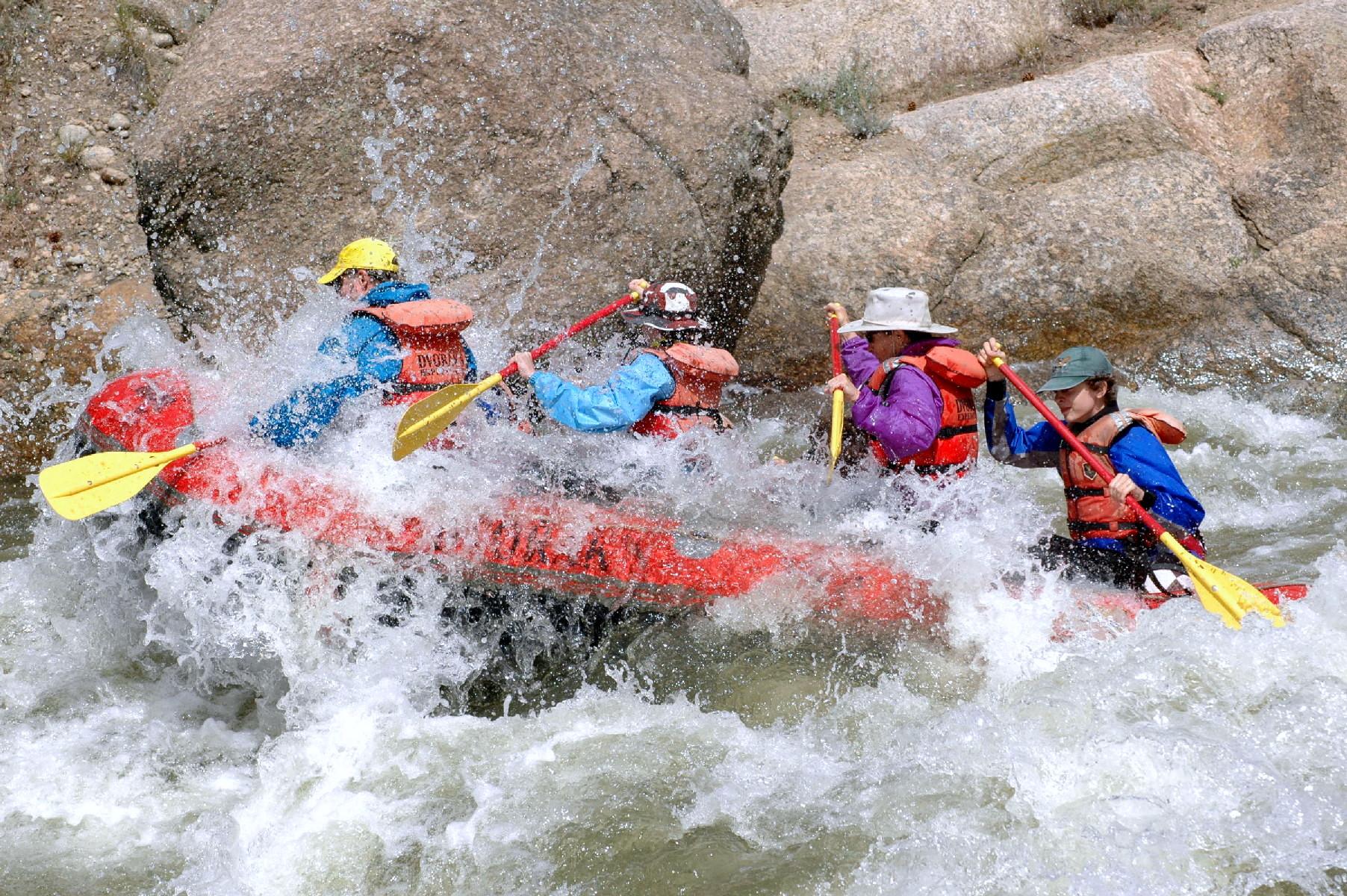 رياضة التجديف فى نهر Ayung