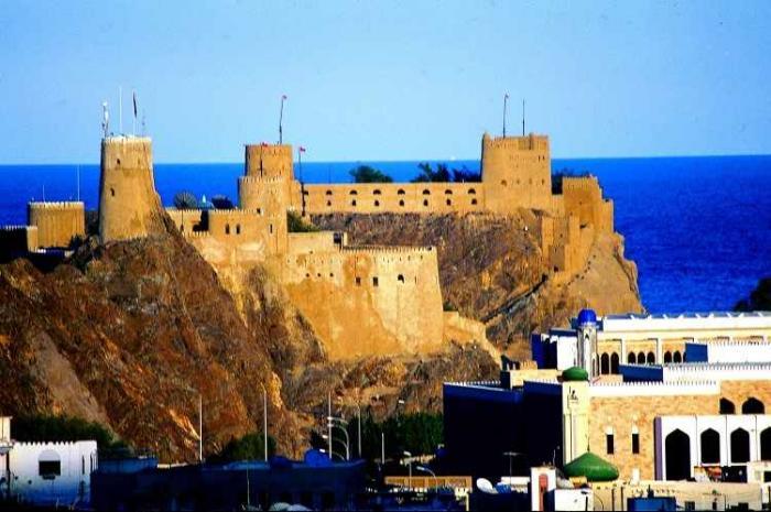 قلعتي الجلالي والميزان في عمان